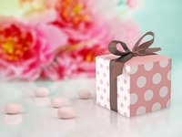 PINK POLKA DOTTED GIFT BOX